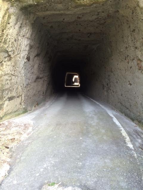 手彫りトンネル