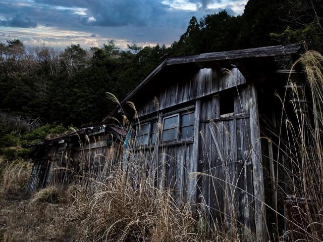 古びた廃屋