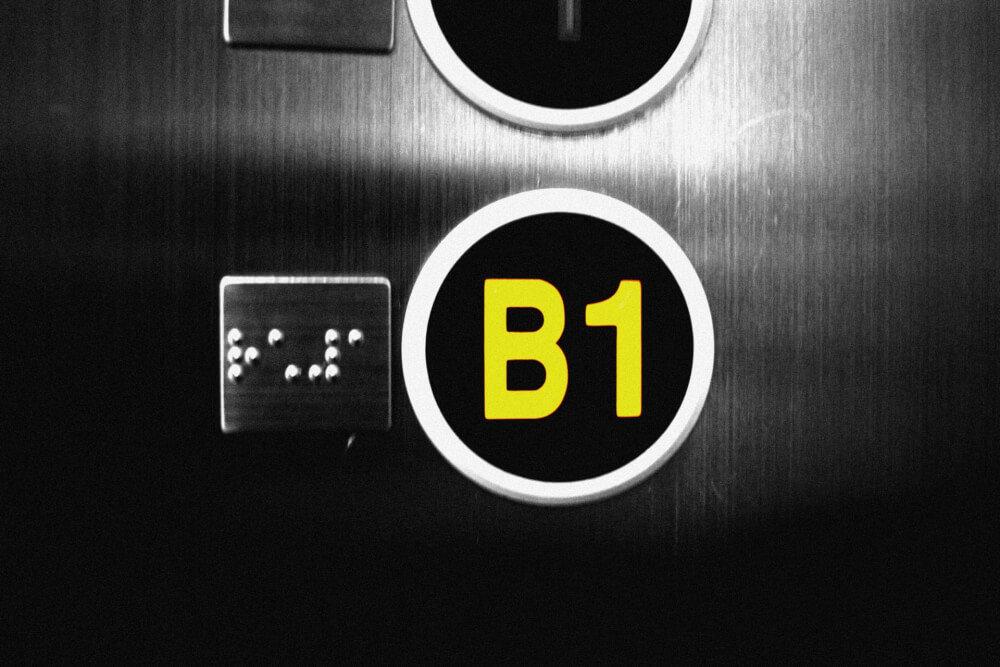 地下1階のボタン