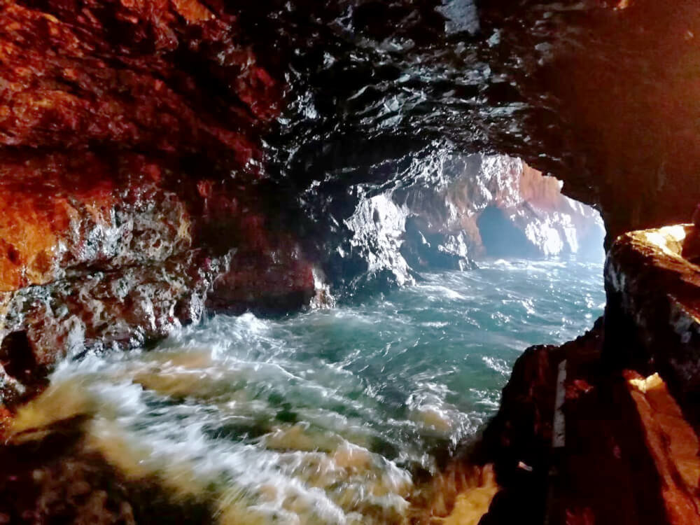 三段壁洞窟の写真