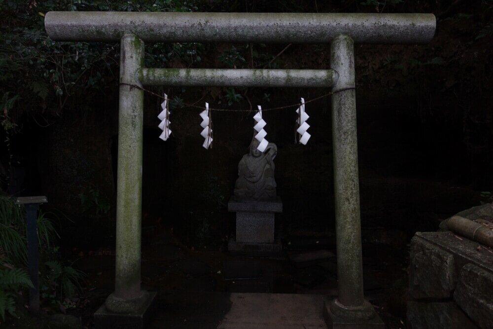 神社の怖いイメージ画像