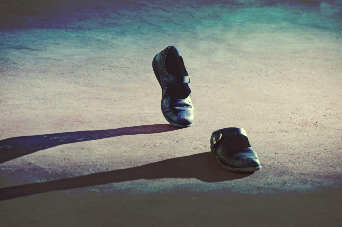 ひとりでに動く靴のイメージ画像