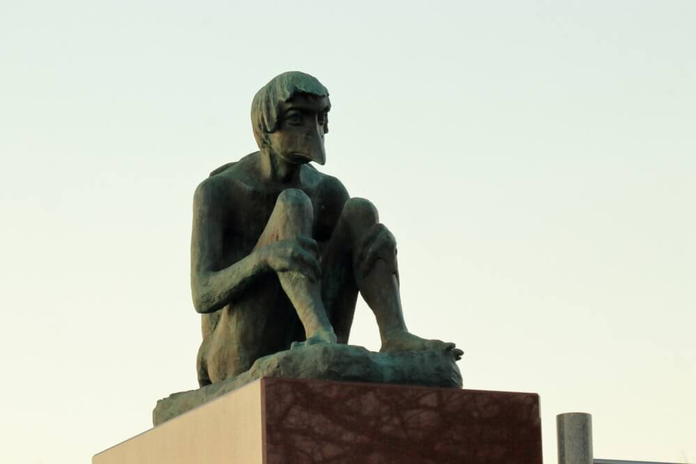 牛久沼の河童の銅像