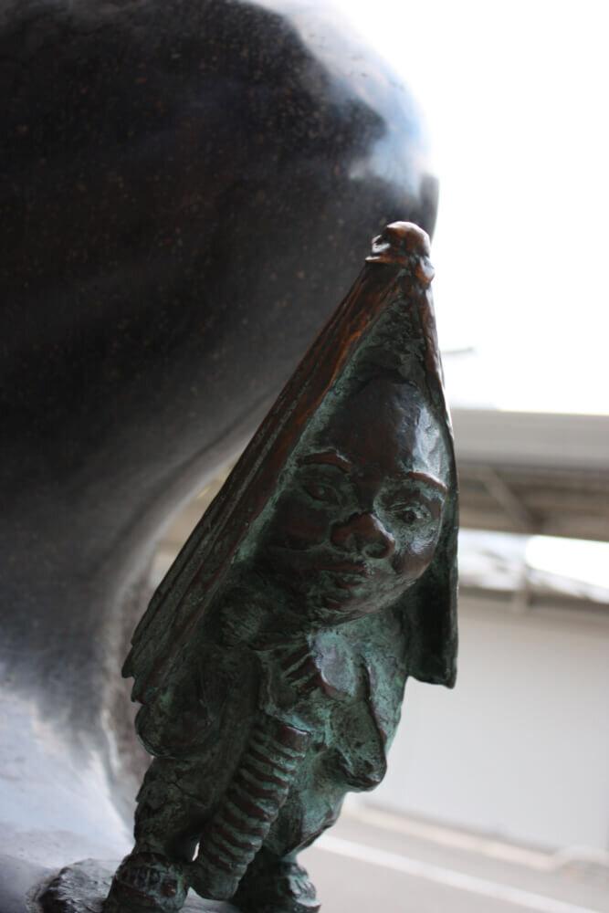 雨降り小僧のブロンド像の写真