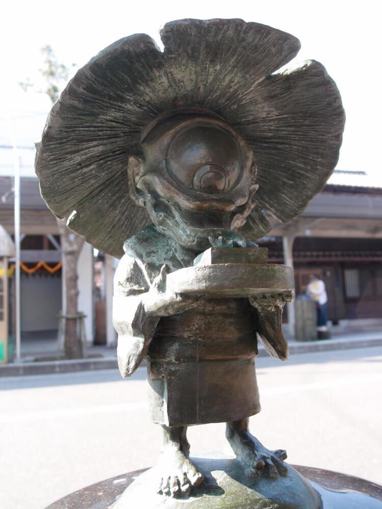 一つ目小僧のブロンド像の写真