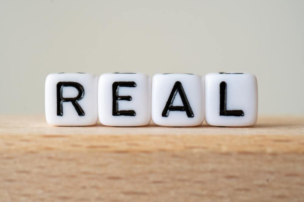 REALの文字の画像